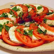 Ensalada de mozzarella y tomate (Caprese)