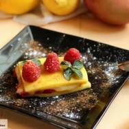 Milhojas de mango y frambuesas.