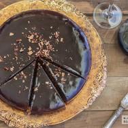 Pastel de chocolate y vino tinto